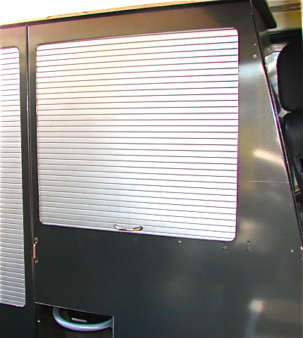 Rr concept meuble de rangement en aluminium avec tag res - Meuble de rangement a rideau coulissant ...