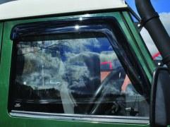 Paire déflecteurs fenêtres AV Defender (fumés)
