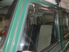 Paire déflecteurs fenêtres AV Defender (légèrement fumés)