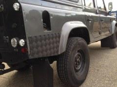 Paire protections ailes arrière aluminium noir Defender 110